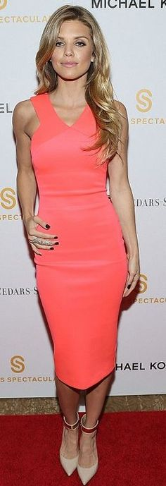 Who made  AnnaLynne McCord's pink dress?