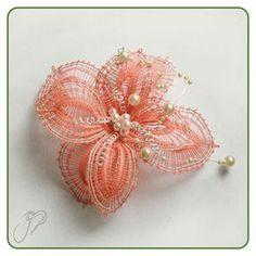 Šperky :: Paličkovaný svet Lace Flowers, Crochet Flowers, Fabric Flowers, Lace Jewelry, Fabric Jewelry, Lace Making, Flower Making, Doily Art, Types Of Lace