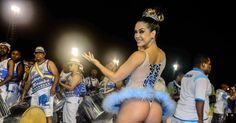 A modelo Gil Jung samba vestida de bailarina durante ensaio técnico da Nenê de Vila Matilde. A escola vai homenagear a atriz Claudia Raia no desfile de 2016