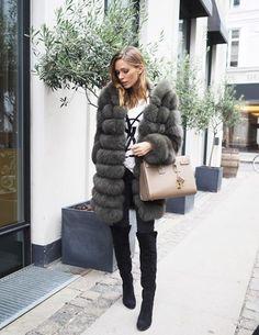 Fur, Meotine ( here ) / Tee, Yves Saint Laurent / Jeans, Dr. Denim ( here ) Boots, Bianco ( here ) / Bag, Yves Saint Laurent / Ear rings, Hvisk ( here ) / Rings