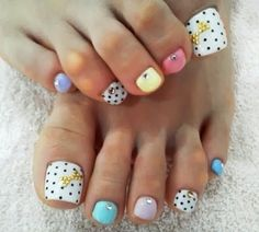 Nails daily: Focus Toenails. Polka dot and pastels