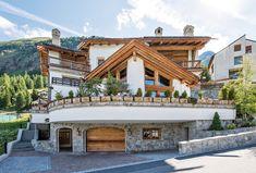 """Zum Erfolg mit viel Liebe zum Detail. Unweit vom populären Skigebiet St. Moritz gelegen, besticht dieses Schweizer Anwesen aus Graubünden durch individuelle Klasse, einer detailreichen Ausstattung sowie luxuriösem Innenausbau mit Arvenholzelementen. Selbst Schweizer Nationalspieler aus der """"Nati"""" sollten bei diesem Anwesen ins Schwärmen geraten."""
