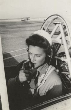 A WASP, possible Susie Winston Bain, uses the radio in the cockpit of an airplane, circa 1944 ~ Ww2 Women, Military Women, 1940s Woman, American Exceptionalism, Flying Ace, Female Pilot, Aviators Women, Photo Black, Wasp
