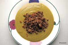 Valkosipulinen parsakaali-pinaattisosekeitto ja paistettua jauhelihaa. Hummus, Good Food, Ethnic Recipes, Healthy Meals, Eating Well