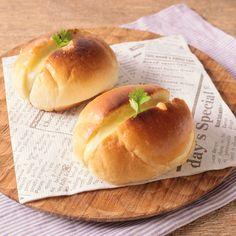 手軽においしい!【ロールパン】を使ったアレンジレシピ15選 | TRILL【トリル】 Hot Dog Buns, Hot Dogs, Bread, Food, Brot, Essen, Baking, Meals, Breads