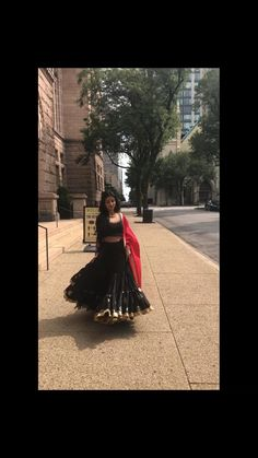 Party Wear Indian Dresses, Indian Bridal Outfits, Indian Fashion Dresses, Indian Designer Outfits, Wedding Dance Video, Indian Wedding Video, Indian Wedding Photography Poses, Girl Photography Poses, Lehnga Dress