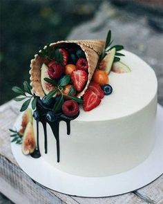 """We have collection of stunningly beautiful cake decorating to help inspire your baking passions and delight to the guest of honor. Take a look at the gallery board """"Cake Designs"""" Food Cakes, Cupcake Cakes, Fruit Cupcakes, Sweets Cake, Baking Cupcakes, Cake Fondant, Cake Baking, Cake Art, Pastries"""