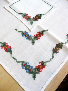 Vintage Hand Embroidered Linen Tablecloth & Napkins Crewel Work
