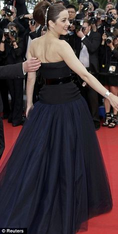 Marion Cotillard - Cannes 2012 .  Love the hair jewellery