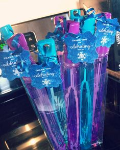 You can find Frozen birthday party and more on our website. Mexican Party Favors, Frozen Party Favors, Frozen Party Decorations, Birthday Party Decorations, Craft Party, Frozen Gift Bags, Frozen Birthday Favors, Party Favours, Elsa Birthday Party