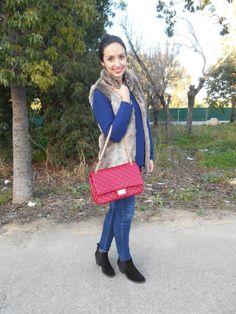http://unachicasual.blogspot.com/2014/01/amor-azul.html jersey, chaleco, vaqueros, bolso, vest, jeans, bag, rojo, azul, red, blue, fashionblogger, moda, fashion, ootd, look