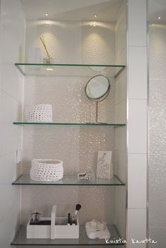 Open Glass shelves Kitchen - Glass shelves Display Dining Rooms - Corner Glass shelves - Glass shelves Skincare - Built In Glass shelves Bookshelves - Glass shelves In Window Glass Shelves In Bathroom, Floating Glass Shelves, Bathroom Cupboards, Shower Shelves, Beige Bathroom, Bathroom Interior, Bad Inspiration, Bathroom Inspiration, Decoration Ikea