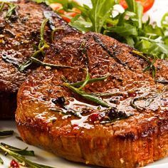 This round eye steak recipe cooks the steak in a good hot skillet that is lightly flavored with fresh rosemary and butter.. Round Eye Steak Recipe from Grandmothers Kitchen.