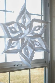 Disney Frozen Paper Snowflake Decorations - Curtain Decor Designs for 2014 Halloween halloween quilling Handmade Christmas, Holiday Fun, Christmas Holidays, Christmas Ideas, Snowflake Decorations, Christmas Decorations, Halloween Decorations, Crafts To Do, Paper Crafts