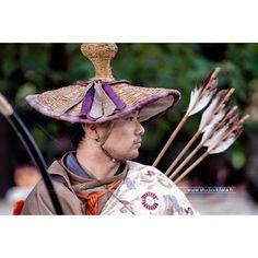 """Yabusame signifie """"Tir à l'arc à cheval"""", il s'agit d'une activité pratiquée par les samouraïs pendant la fin de l'ère Heian et pendant l'ère Kamakura (entre 800 et 1330 après J.C)  #cheval #tradition #japon #archer"""
