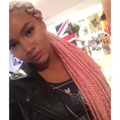 Shirin David, this time with pink braids Box Braids Hairstyles, Rhianna Hairstyles, Protective Hairstyles, Summer Hairstyles, Protective Styles, Black Hairstyles, Pink Box Braids, Shirin David, Extreme Hair Colors