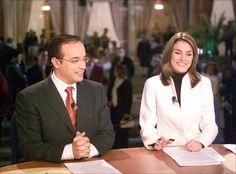 Doña Letizia Ortiz durante su etapa de presentadora de los telediarios de TVE, junto al periodista Alfredo Urdaci.