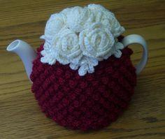Ähnliche Artikel wie Teewärmer Tee gemütlich Teebörse Teacozy Cosy Cozy gehäkelt rot mit Rosen (kundenspezifisch konfektioniert) auf Etsy