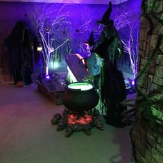 2017 Witches Room – Hanus Halloween Haunt - Real Time - Diet, Exercise, Fitness, Finance You for Healthy articles ideas Backyard Party Decorations, Haunted House Decorations, Halloween Witch Decorations, Fete Halloween, Halloween Haunted Houses, Outdoor Halloween, Halloween Witches, Haunted Garage, Happy Halloween
