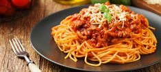 Home Canning Spaghetti Sauce Recipes Best Spaghetti Bolognese Recipe, Spaghetti Recipes, Spaghetti Sauce, Frozen Appetizers, Homemade Meat Sauce, Pasta Casera, Facon, Penne, International Recipes