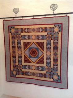 Medaillonquilt Quilting, Rugs, Home Decor, Hobbies, Do Your Thing, Nice Asses, Homemade Home Decor, Types Of Rugs, Scraps Quilt