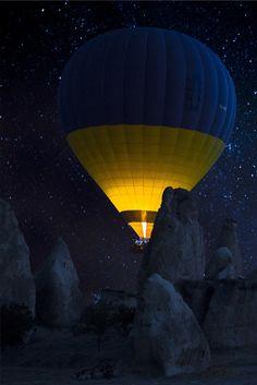 カッパドキア - Cappadocia at night Air Balloon Rides, Hot Air Balloon, Mountain Love, Air Ballon, Foto Art, Mellow Yellow, Mustard Yellow, Great Photos, Beautiful World