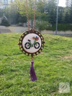 Cross-stitch bicycle embroidered necklace - Diy World Embroidery Thread, Cross Stitch Embroidery, Cross Stitch Patterns, 123 Cross Stitch, Fabric Beads, Diy Necklace, Violet, Cross Stitching, Bicycle