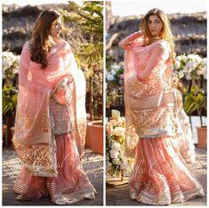 Pakistani Party Wear Dresses, Beautiful Pakistani Dresses, Pakistani Dress Design, Pakistani Outfits, Indian Dresses, Party Dresses, Max Dresses, Pakistani Girl, Pakistani Actress
