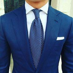 My Dapper Self by Ed Ruiz — Classy royal blue + polka dots. Royal Blue Suit, Blue Suit Men, Blue Suits, Der Gentleman, Gentleman Style, Sharp Dressed Man, Well Dressed Men, Mens Fashion Suits, Mens Suits