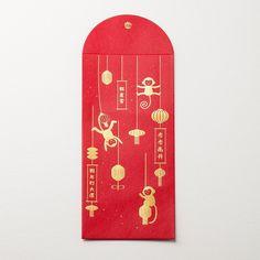 猴子拉起春聯賀詞,掛上燈籠,將紅包袋佈置得喜氣洋洋,希望收到紅包袋的人們能感受到充滿活力的新年氣息,期許新的一年裡做什麼事都能猴塞雷!紙材選用120磅的銀點金貝紙,採用燙金方式填色,仔細查看會有細小的銀點灑落在紅包袋上,這樣的小巧思讓紅包更喜氣也更特別。  產品名稱:猴塞雷猴年紅包袋 材質:120磅...