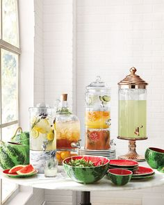 It is super easy to learn how to make beautiful and healthy fruit water guests will love so that you can stop buying soft drinks and throwing away half-empty bottled waters. Glass Beverage Dispenser, Mothers Day Breakfast, Brunch Party, Bbq Party, Fruit Water, Party Food And Drinks, Food Platters, Healthy Fruits, Dry Hands
