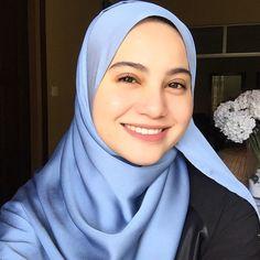 Image may contain: 1 person, closeup Girl Hijab, Hijab Outfit, Beautiful Hijab, Beautiful Eyes, Hijab Makeup, Head Scarf Styles, Arab Girls, Islamic Fashion, Niqab