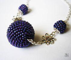 Fialový náhrdelník s kvietkami http://www.sperkysan.sk/Fialovy-s-kvietkami