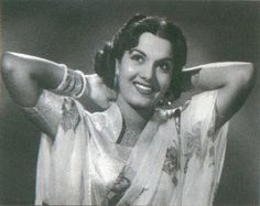 In the Flower printed saris (nylons? On Suraiya, the sari material is used to make a matching blouse. On Shyama, a square neck blouse with a kind of sculpted stand up. Vintage Bollywood, Classic Movies, Indian Outfits, Flower Prints, Sculpting, 1950s, Vintage Fashion, Saris, Clothes