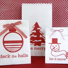 Kinkos/Inkleys: Site offers the printables to print bags from Michael's paper bags.  Complete instructions on site.  Via: it is what it is: printable holiday gift bags...