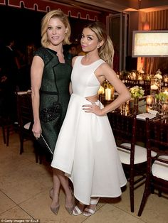 TV family: The wore a cutaway white dress as she was joined by her Modern Family onscreen mother Julie Bowen Lena Dunham, Celebrity Red Carpet, Celebrity Style, Morden Family, Julie Bowen, Sarah Hyland, Celebs, Celebrities, Dress Sandals