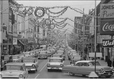 Main Street - Christmas Johnson City, Tennessee, my home town! Vintage Christmas Photos, 1950s Christmas, Christmas Past, Vintage Holiday, Christmas Pictures, All Things Christmas, Vintage Photos, Christmas Scenery, Antique Christmas