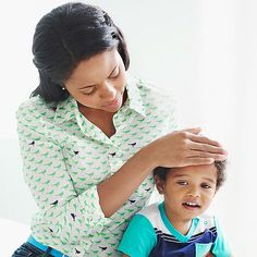 What Not to Do If Your Child Is Sick : Should you visit your pediatrician or stick with the wait-and-see approach? A pediatrician/mom explains which concerns you can chill out about. Parenting For Dummies, Parenting Articles, Parenting Ideas, Foster Parenting, Baby Health, Kids Health, The Joys Of Motherhood, Sick Kids, Sick Baby