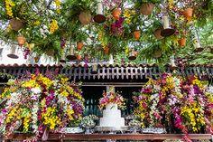 Depois de uma cerimônia religiosa intimista, Tatiana e Pedro Henrique tiveram um casamento em São Paulo com decoração inspirada em um jardim de casa.