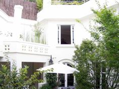 Niché au cœur du 18ème arrondissement, ce bel hôtel peut accueillir tous vos événements !