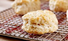 Almond flour gives these gluten-free biscuits a lovely flavor. Enjoy them with breakfast, soups and stews, or with jam Almond Flour Biscuits, Gluten Free Biscuits, Classic Scones Recipe, British Scones, Fluffy Biscuits, How To Make Biscuits, Irish Recipes, Free Recipes, Sweet Bread