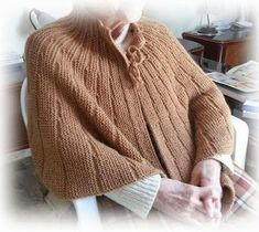 Mantellina della nonna ai ferri Knitting Charts, Knitting Stitches, Knitting Yarn, Free Knitting, Baby Knitting, Knitting Patterns, Crochet Granny, Crochet Shawl, Knit Crochet