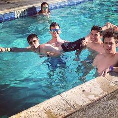 Yaoi en la piscina  Alex,rubius,willy y staxx