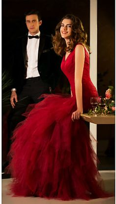 Gorgeous Red Gown! Uuuuu!☺️
