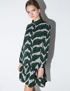 Pretty silky green leaf print drop waist dress with mock neck collar and black back panels. Fully lined with hidden back zipper. *100% polyester*Bust 35