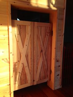 Tracy Lochridge used these saloon style swinging doors from Southern Accents in her apartment kitchen. & Custom Full Length Cafe Doors/ Saloon Interior Doors | Garages ... Pezcame.Com