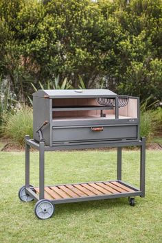 improvement: build your dream BBQ in 6 steps Modern mobile garden grill by Ñuke.Modern mobile garden grill by Ñuke. Bbq Pit Smoker, Bbq Grill, Grilling, Fire Pit And Barbecue, Fire Pit Grill, Argentine Grill, Outdoor Cooking Area, Garden Fire Pit, Built In Bbq