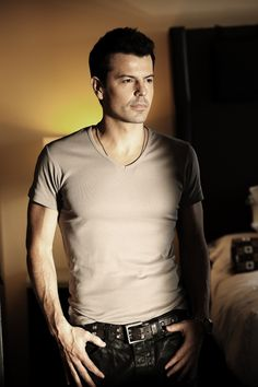 Jordan Knight - another beautiful man. And still has the right stuff !!!!