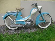 Moped Scooter, Motorcycle Posters, 50cc, Classic Bikes, Vintage Bicycles, Scooters, Motorbikes, Bike Stuff, Coaches