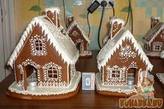 Gingerbread House Frosting, Gingerbread House Designs, Christmas Gingerbread House, Gingerbread Cookies, Cookie Decorating, Decorating Tips, House Template, Cookie House, Putz Houses